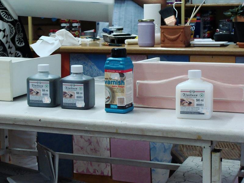 Βερνίκια διαφανή ή έγχρωμα, σε μεγάλη ποικιλία χρωμάτων